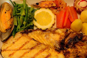 <ul> <li>Couvert w/bread, butter, olives</li> <li>Melon w/smoked ham and Country Portuguese cheese</li> <li>Golden fish grilled w/prawns,mussels,vegetables and potatoes</li> <li>Almond and eggs pudding</li> <li>Red or white wine, water</li> <li>Coffe</li> </ul>